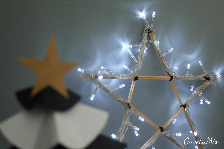 estrela feita com palitos de churrasco e pisca-pisca